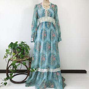 Vintage 70's Boho Prairie Bell Sleeve Maxi Dress